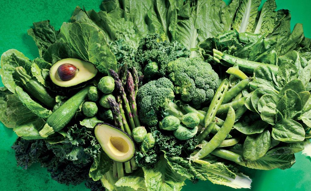 मेनोपॉजदरम्यान हेल्दी राहण्यासाठी हिरव्या भाज्यांचे सेवन करावे