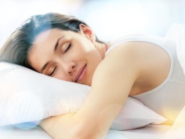 उत्तम झोप हवी असेल तर झोपण्याअगोदर ह्या तीन वस्तूंचे सेवन करा!