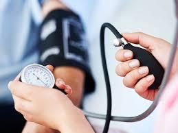 औषधांशिवाय उच्च रक्तदाबाची समस्या आटोक्यात ठेवतील 'हे' उपाय