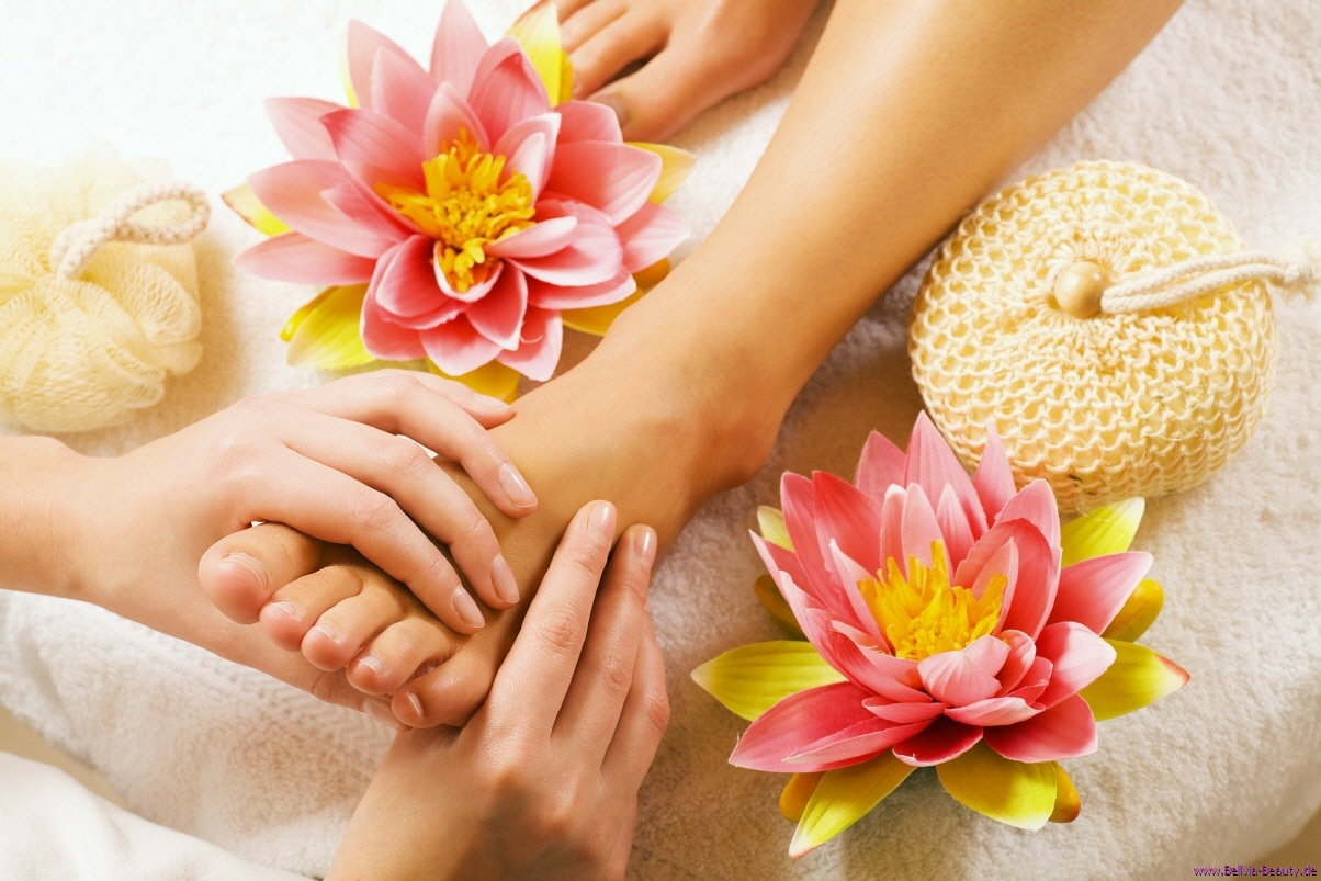 Feet Massaging At Night - Know Its Benefits!