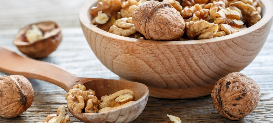 Almonds & Walnuts - 5 Nutrition Facts About Them!