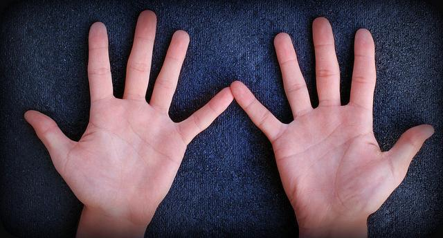 7 Reasons Why You Wake Up With Numb Hands: Here's What You Can Do About It
