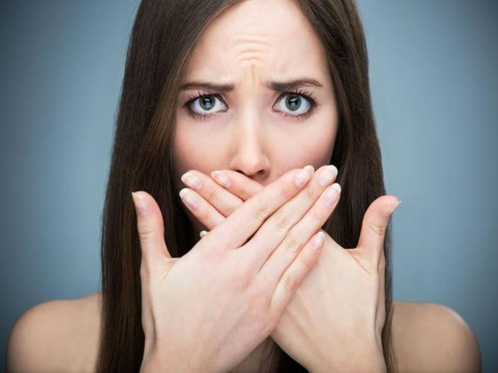 ब्रश केल्यानंतरही तोंडाची दुर्गंधी येते का? ही असू शकतात कारणे