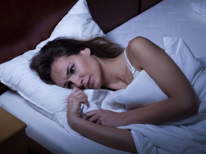 रात्री झोप येत नसेल तर आधी समजून घ्या शरीराचं तापमान आणि झोपेचं कनेक्शन!