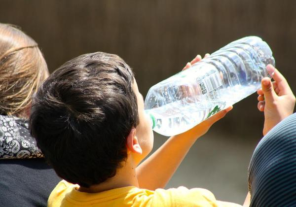 तुम्ही प्लॅस्टीकच्या बाटलीतून पाणी पिता?
