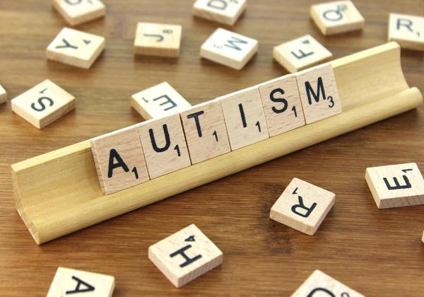 How to know if your child is autistic? Age-wise signs to watch for!