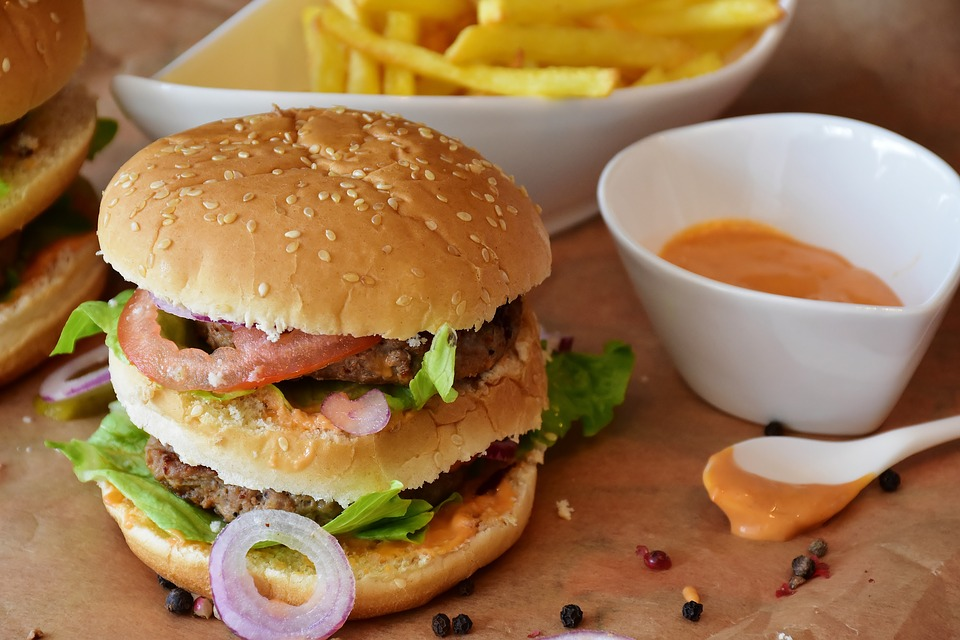 Junk food TV ads more frequent during kids's peak viewing times