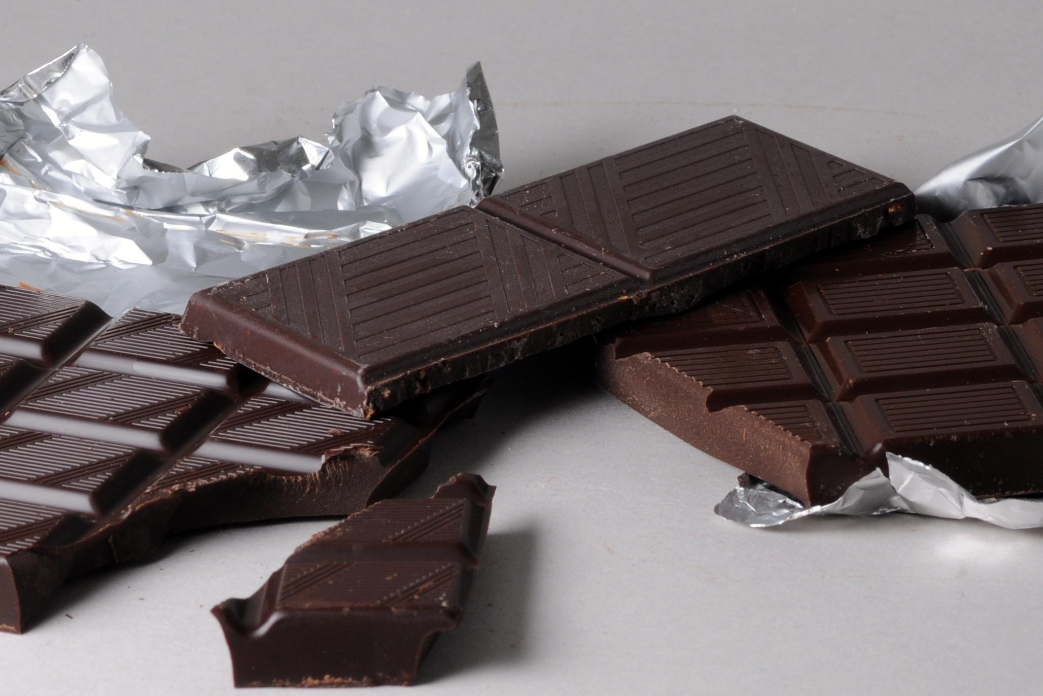 Eating dark chocolate cuts stress, boosts memory: Study
