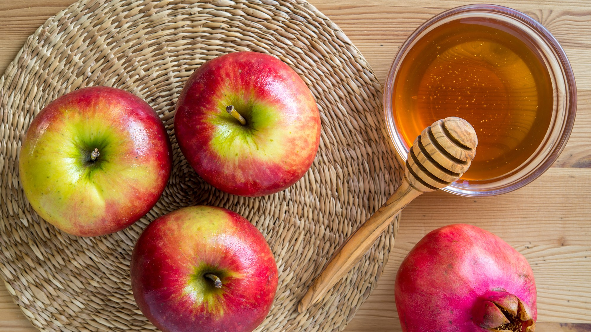 Health Benefits Of Apple and Honey