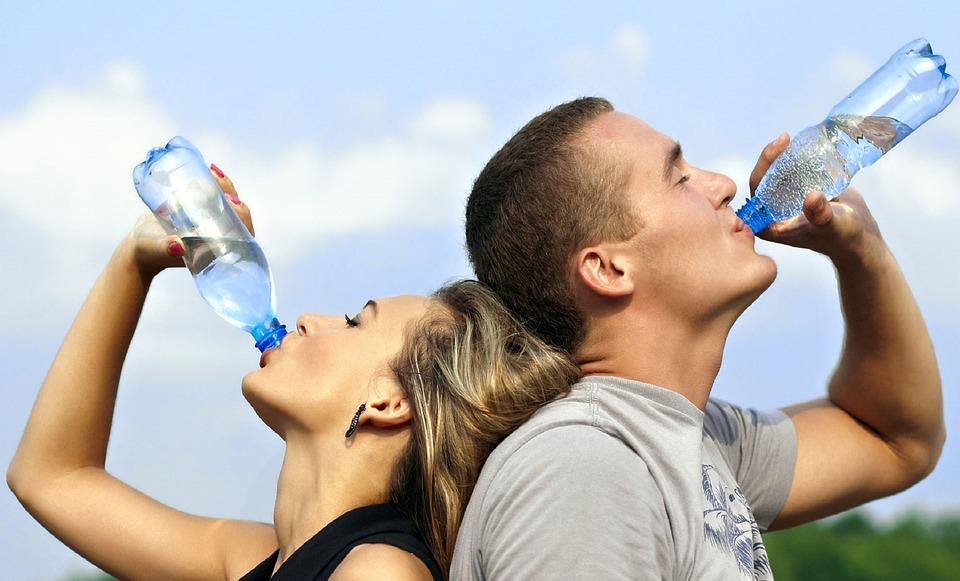 सकाळी रिकाम्या पोटी पाणी पिण्याचे हे आहेत फायदे!