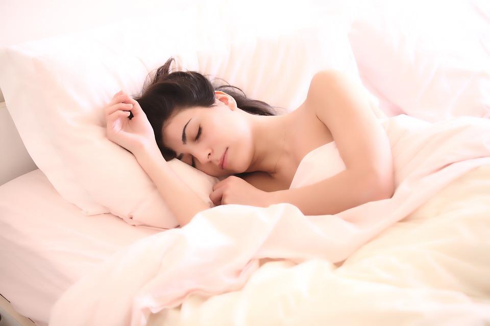 शांत झोप हवी आहे, मग हे करून बघा