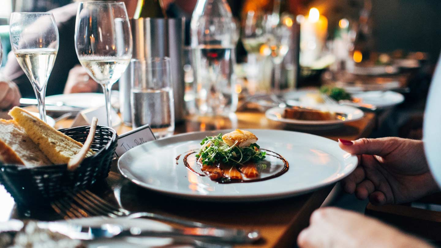 Seven Things You Must Follow If You Are Eating Out!